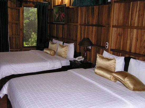 Hotel Lomas Del Volcan: Cabin interior