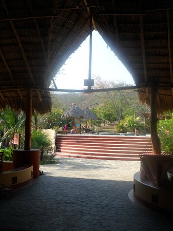 Mango Rosa Nicaragua: View of pool area from restaurant/bar/reception