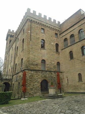 Hotel Torre Dei Calzolari Palace: il castello