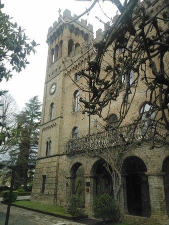 Hotel Torre Dei Calzolari Palace: il castello (ingresso reception e torre)