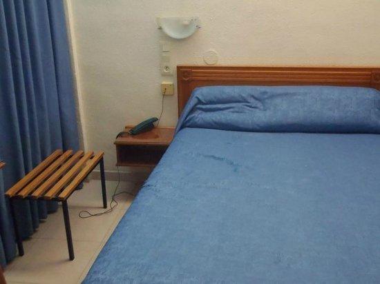 Hostal La Lonja : bedroom