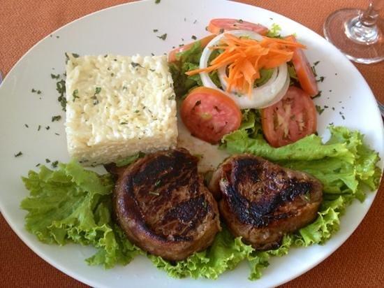 Arituba Park Hotel: Medalhão de filet - Culinária do hotel