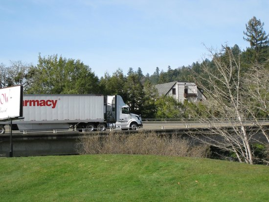 Benbow KOA : Truck on freeway next to RV park - Benbow RV Resort