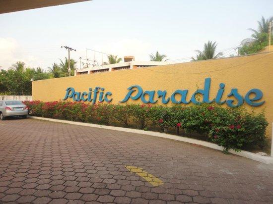 Hotel Pacific Paradise: entrada al hotel