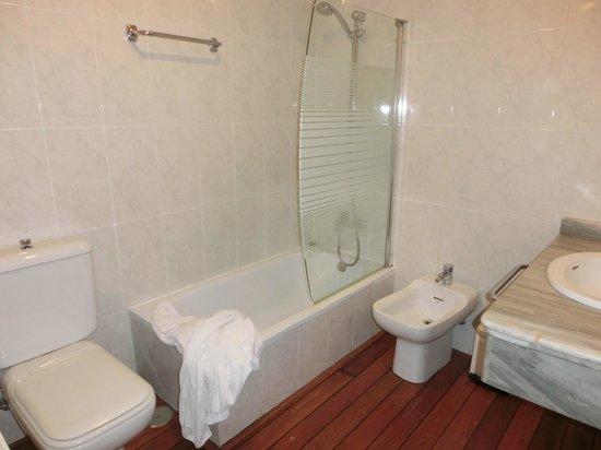 Nova Roma: Baño de la habitación