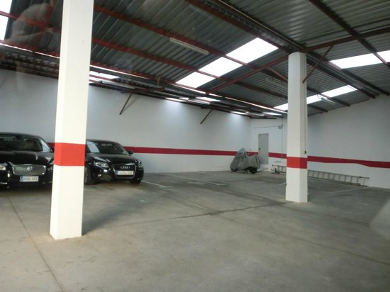 Nova Roma: Garaje del hotel