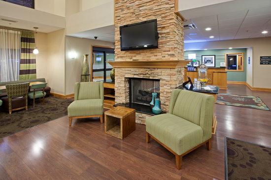 Hampton Inn & Suites Canton : Our hotel Lobby