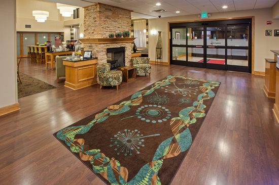 Hampton Inn & Suites Canton : The Lobby