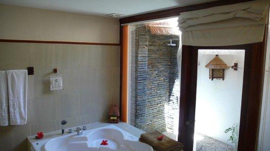 Victoria Phan Thiet Beach Resort & Spa: Bathroom, Outside Shower