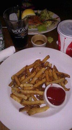 Piecasso Pizzeria & Lounge : fries