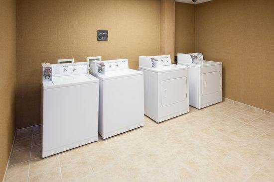 Hampton Inn & Suites Canton: Laundry