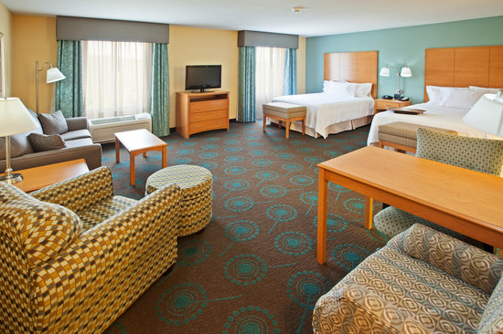 Hampton Inn & Suites Canton : One of our Guestrooms