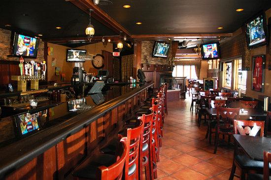 MJ's Pizza, Bar & Grill: Bar area