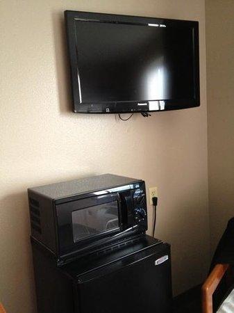 Super 8 Coeur d'Alene: microwave, tv, ref