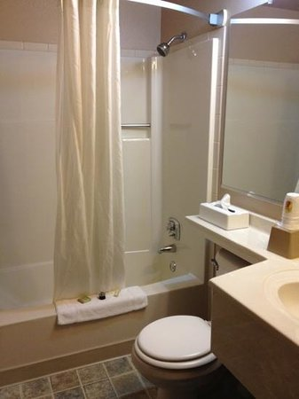 Super 8 Coeur d'Alene: bathroom - super clean!
