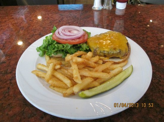 Hemingway's Prime Steaks & Seafood Restaurant: Classy Burger and fries for $ 6.50