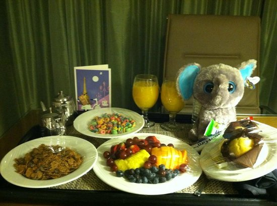 Hilton Auburn Hills Suites: Excellent Breakfast and Customer Service!
