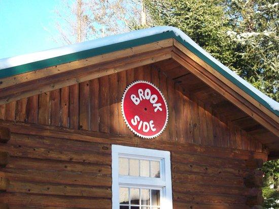 Josselyn's Getaway Log Cabins: Brookside!