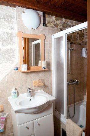 Salvezani Apartment: bathroom, app.2