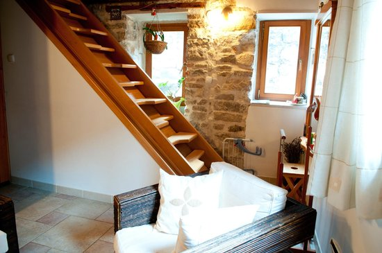 Salvezani Apartment: stears to sleeping room in attic space
