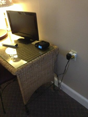 The French Manor Inn and Spa : TV & Power Hazard