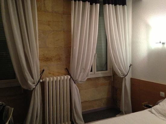 Hotel Des Voyageurs: ventanas con vistas a la avenida