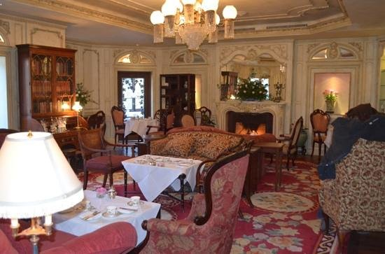 The Drawing Room at the Prince of Wales Hotel: Cosy Drawing Room for afternoon tea
