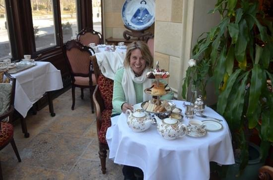The Drawing Room at the Prince of Wales Hotel: Afternoon tea in the conservatory....what a feast!