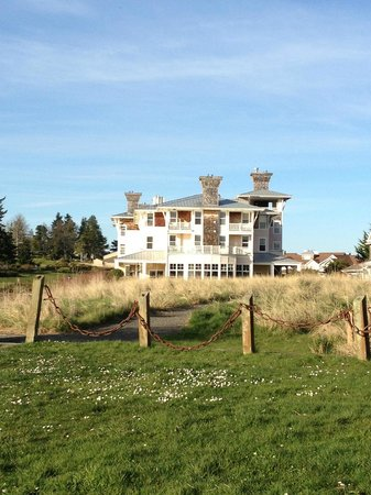 The Resort at Port Ludlow: Inn during the day