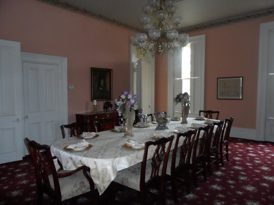 Schenck Mansion Bed & Breakfast Inn: Dining Room