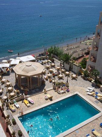 Hellenia Yachting Hotel: pool and beach