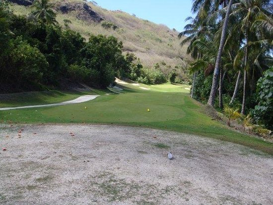 Moorea Green Pearl Golf Course : 13 fairway from the tee