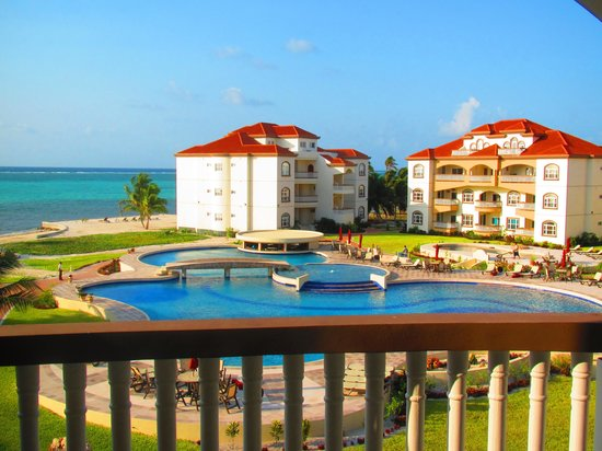 Grand Caribe Belize Resort and Condominiums: View from Top Floor Unit