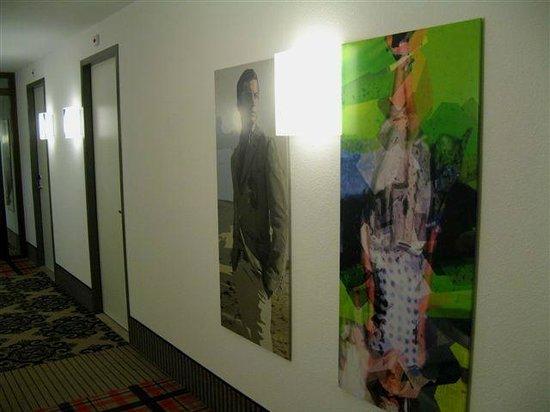 WestCord Fashion Hotel Amsterdam: Hallway Artwork