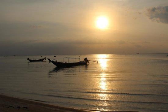 Longbay Resort: Le coucher du soleil à la plage