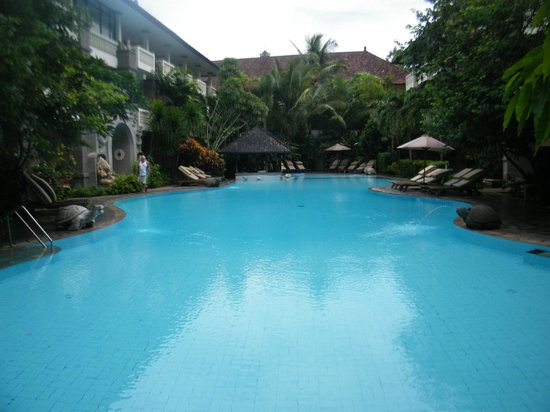 هوتل كومالا بانتاي: Very clean and refreshing pool