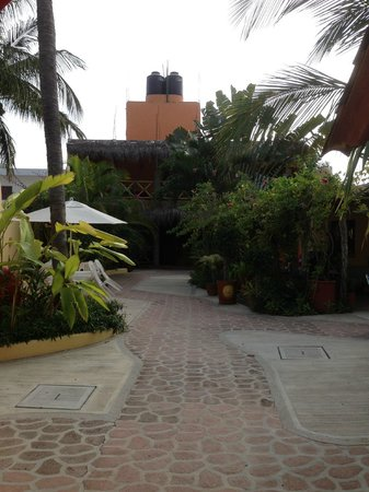 La Cruz Inn: Interior courtyard