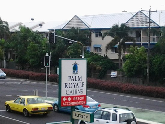 Palm Royale Cairns: Hotel location