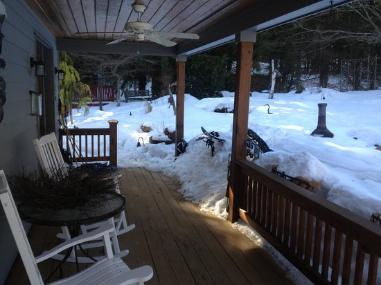 Black Dog Lodge: Great Porch