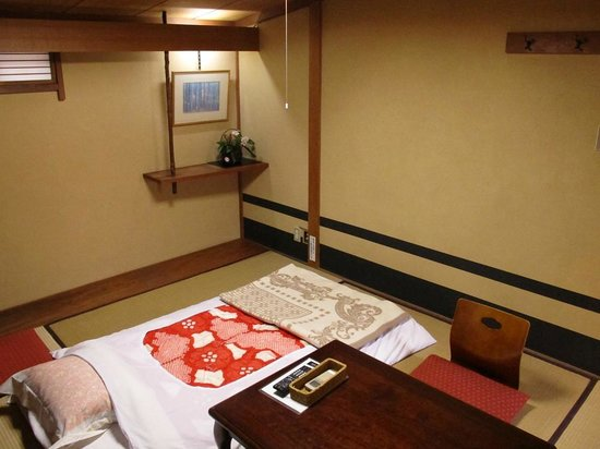 Ryokan Nakajimaya: Doesnt show size of the room very well, was a large room with window etc.