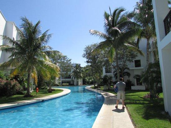Azul Beach Resort The Fives Playa Del Carmen: Winding pool