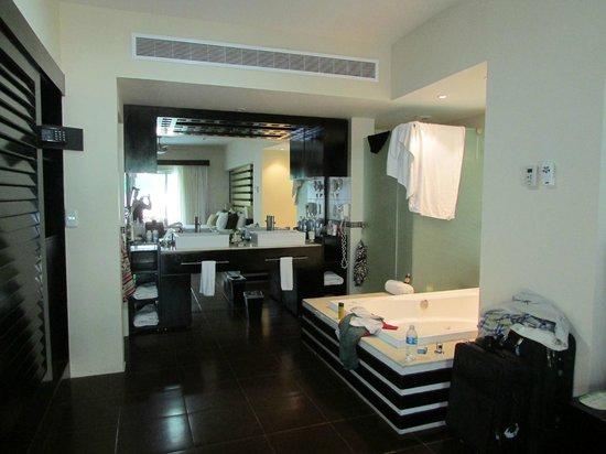 Azul Beach Resort The Fives Playa Del Carmen: 2 bedroom master bathroom with jacuzzi