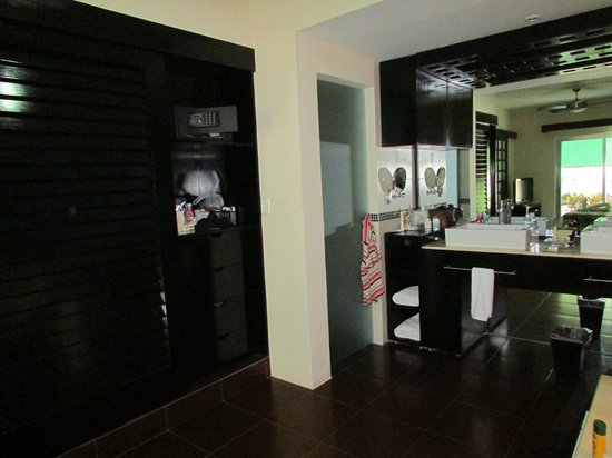 Azul Beach Resort The Fives Playa Del Carmen: View of closet with safe, toilet behind frosted door, and master sinks
