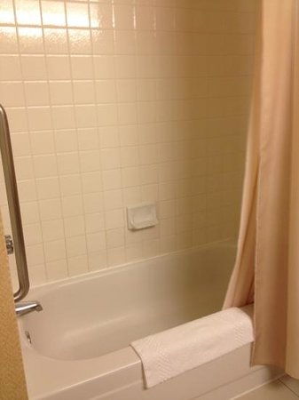 Crystal City Marriott at Reagan National Airport: running tub all night