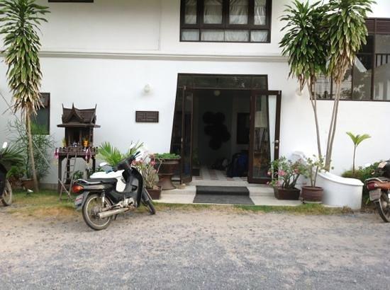 Baan Bophut Beach Hotel: front of hotel