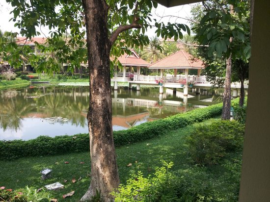 Sofitel Angkor Phokeethra Golf and Spa Resort: Hotel grounds