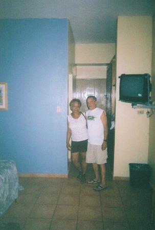 Parador Boquemar: Mi mama y mi padrastro entrando a la habitacion..