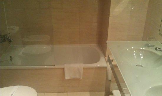 Hotel Zenit Borrell: Bath