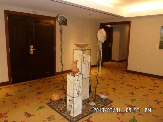 Alejandro 1 Hotel Internacional Salta: pallier frente al ascensor