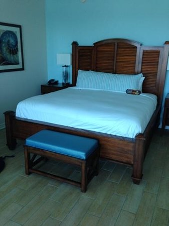 Margaritaville Beach Hotel: The huge king size bed